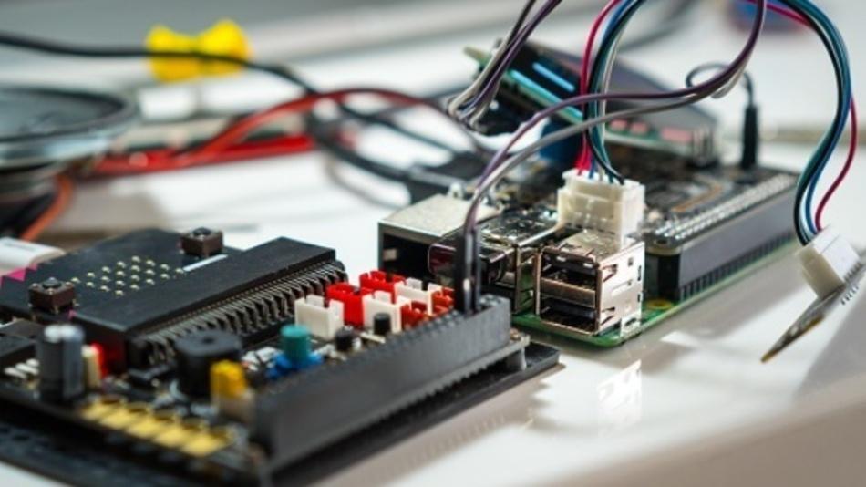 Mit Starterkits ist der Start mit der mit dem Einplatinencomputer Raspberry Pi 4 ganz leicht.