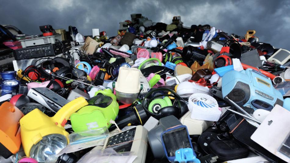 Kunststoffe aus alten Elektro- und Elektronikgeräten sollen wiederverwendet werden.