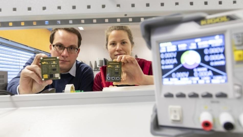 Carlo Alberto Boano und Hannah Brunner haben gemeinsam mit Kollegen Rainer Hofmann ein Framework entwickelt, das unterschiedliche Funktechnologien direkt miteinander kommunizieren lässt.