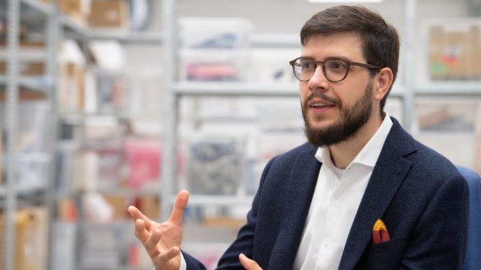 Felix Adamczyk ist Gründer und CEO von qiio.