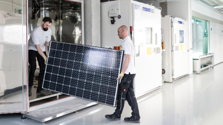 Blick ins ZSW-Modultestlabor Solab, in dem Solarmodule dem neuen Extremtest auf PID-Beständigkeit unterworfen werden.