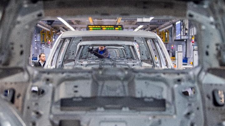 Karosseriebau im VW-Werk