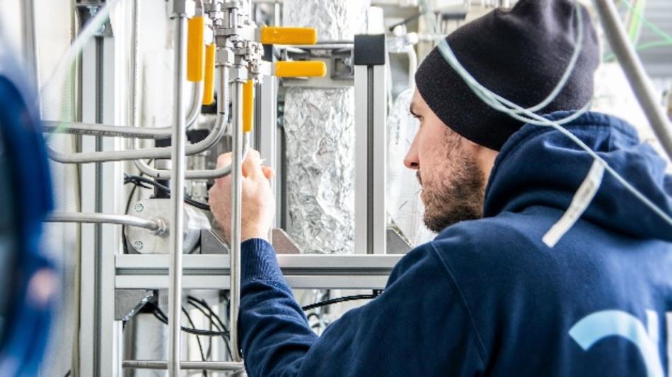 In der integrierten Versuchsanlage soll ein neuer Prozess zur Reduktion von CO2 in der Atmosphäre erprobt werden.