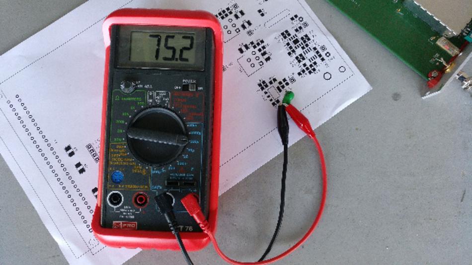 Einer unser Leser-Tester (möchte anonym bleiben) vermisst einen Kondensator mit dem Bauelementeprüfgerät ICT 76.