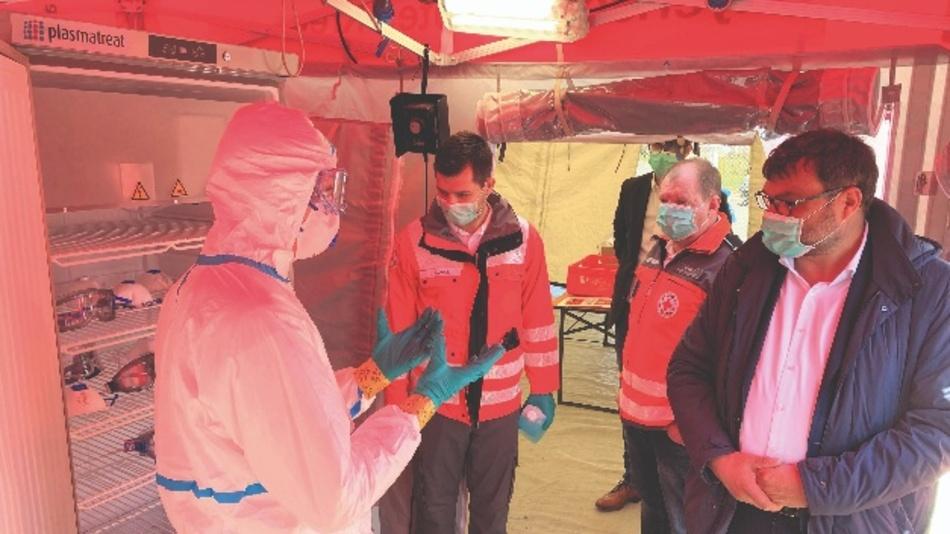 Einwegartikel wie Schutzkleidung und -masken lassen sich durch die Behandlung mit Plasma wiederverwenden.