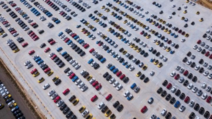 Das Fraunhofer IAIS hat gemeinsam mit Forschungspartnern eine Plattform entwickelt, die Unternehmen bei der Analyse von Geo- und Sensordaten unterstützt. Diese lässt sich z.B. für die intelligente Parkplatzsuche nutzen.