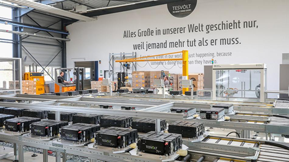 In Wittenberg bei Berlin ist letzten Donnerstag Europas erste Gigafactory für Batteriespeicher ans Netzt gegangen, trotz Corona und mit vielen Sicherheitsmaßnahmen.