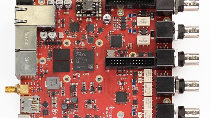 STEMlab 250-12 von Red Pitaya - mit schnellerer Echtzeit-Signalverarbeitung und verbesserter Analog-Performance.