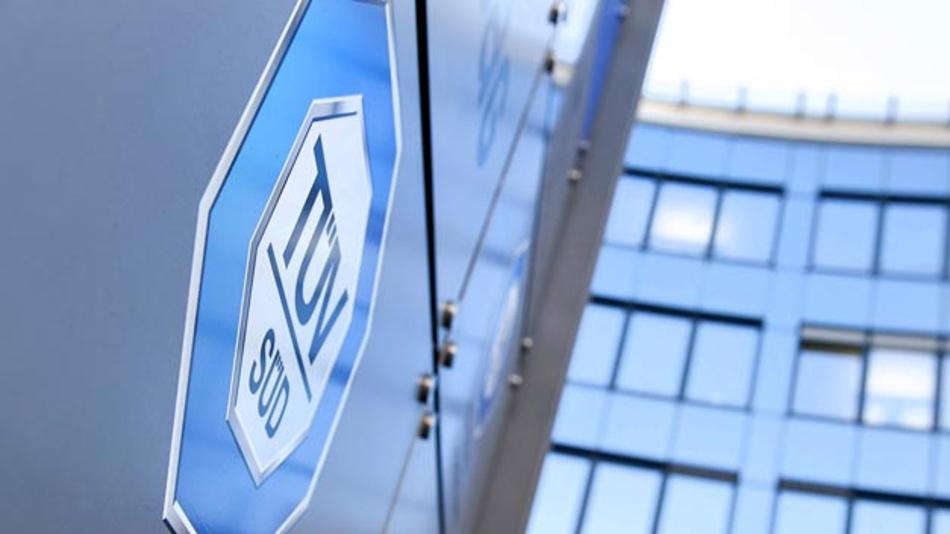 Der TÜV SÜD hat mit Laborerweiterungen seine Kapazitäten für Crashtests, Zellperformance-Prüfungen, Transportprüfungen und Sicherheitstests von Lithium-IonenBatterien deutlich ausgebaut.