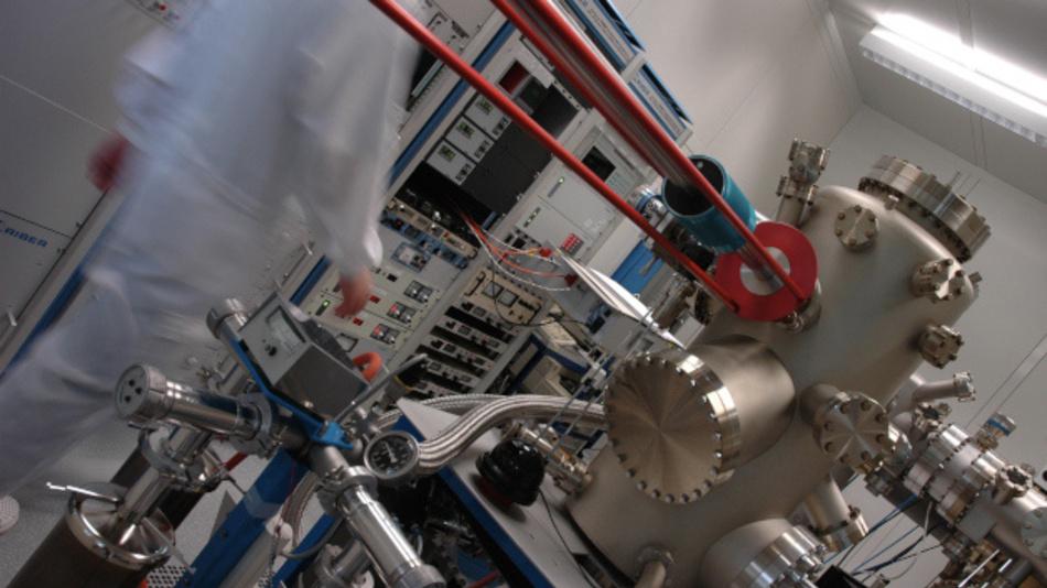 Metallorganische Gasphasen-Epitaxie (MOVPE) des Zentrums für Halbleitertechnik und Optoelektronik (ZHO) der Universität Duisburg-Essen (UDE) für InP-Höchstfrequenzbauelemente.