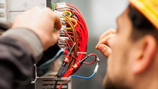 Ein zentrales Element der Planung bei 24-V(DC)-Stromkreisen ist die Absicherung der unterschiedlichsten Verbraucher gegen Überströme. Die Wahl der passenden Absicherung ist alles andere als trivial. Ein Überblick.