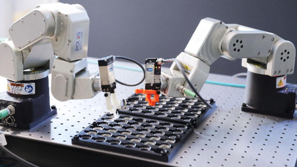 In dem Projekt BATTERY 2030+ sollen Roboter rund um die Uhr an neuen Batterien arbeiten und über KI selbständig neue Versuche planen und auswerten.