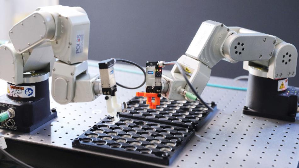 Im Projekt »Battery 2030+« sollen Roboter rund um die Uhr an neuen Batterien arbeiten und mit KI selbstständig neue Versuche planen und auswerten.
