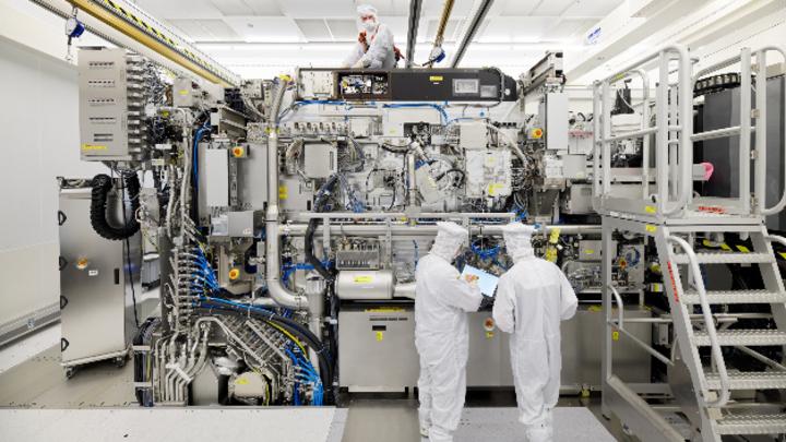 Blick in das EUV-Lithografiesystem vom Typ NXE:3400B von ASML, mit deren Hilfe die neusten Chipgenerationen gefertigt werden.