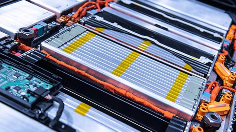 Lithiumbatteriepaket im Motorraum eines Elektroautos