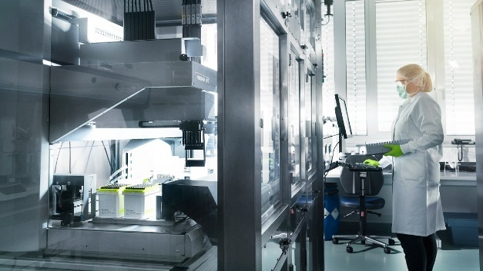 Eine Mitarbeiterin von Biontech steht im Labor des Unternehmens. Das Paul-Ehrlich-Institut (PEI) hat erstmals in Deutschland eine Zulassung für die klinische Prüfung eines Impfstoff-Kandidaten gegen das neuartige Coronavirus erteilt. Das Mainzer Unternehmen Biontech erhält demnach die Genehmigung, seinen Wirkstoff zu testen, wie das PEI am Mittwoch mitteilte.