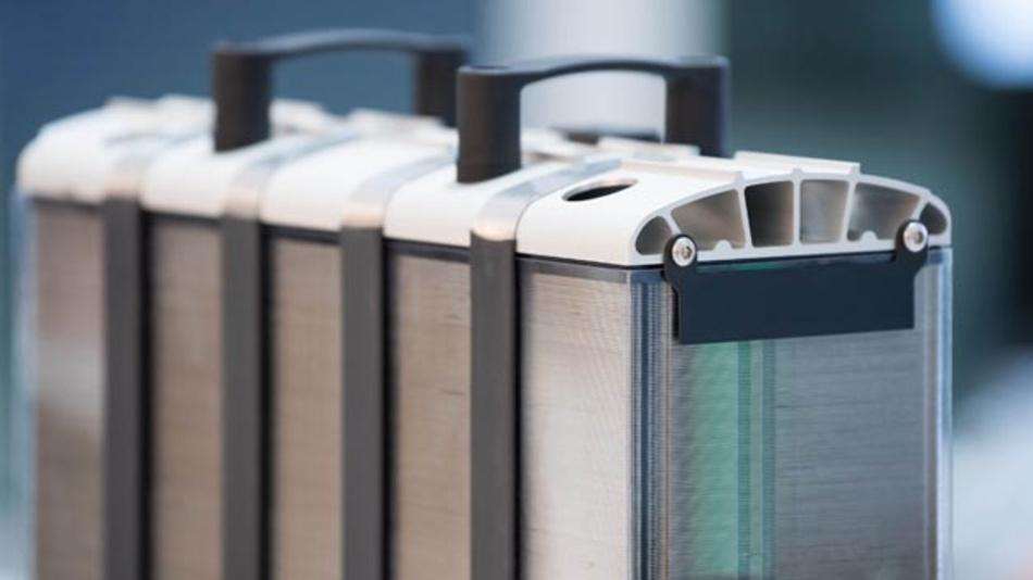 Bosch verfolgt seine Klimaschutzziele auch in Coronazeiten und setzt u.a. auf die Brennstoffzelle. Für den Einsatz in Fahrzeugen bereitet Bosch bereits mit dem Partner Powercell die Industrialisierung des Stacks einer mobilen Brennstoffzelle vor. Die Markteinführung ist für 2022 geplant.