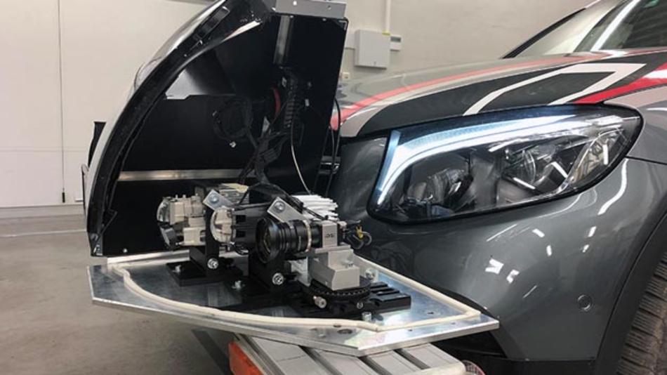 Im Rahmen des Forschungsprojekts CarVisionLight wurde ein Kamera-Prototyp in ein Testfahrzeug eingebaut und damit Daten für die Kamerabildverarbeitung gesammelt.