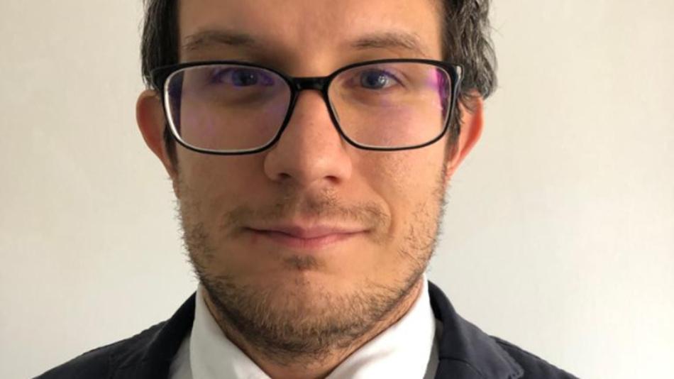 Dr. Giuseppe de Falco ist im Technischen Marketing für diskrete IGBTs im Bereich induktives Heizen zuständig. Er trat der Infineon Technologies Austria 2016 bei und arbeitet dort für die Industrial Power Control Division. De Falco hat an der Universität von Neapel Elektrotechnik studiert, dort 2011 mit einem Master abgeschlossen und 2015 auch seinen Doktortitel erworben.