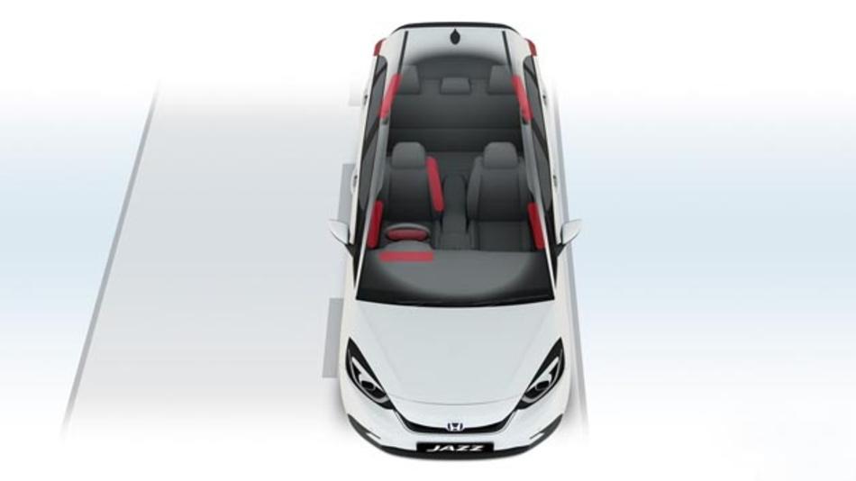 Honda verbaut im neuen Jazz serienmäßig einen zentraler Frontairbag, um schwere Kopfverletzungen beim Seitenaufprall abzumildern.