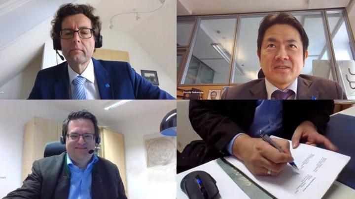 Dr. Robert Plank, Geschäftsführer Automotive Test Systems Horiba Europe, Dr. Hiroshi Nakamura, Präsident Horiba Europe und Gunnar Gräfe, CEO 3D Mapping Solutions, bei der virtuellen Vertragsunterzeichnung (von oben links über oben rechts nach unten l
