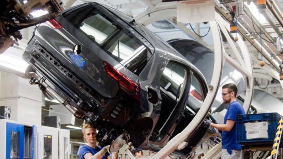 Volkswagen hat die Auslieferung des neuen Golf 8 aufgrund von Soft- und Hardware-Problemen für den eCall gestoppt.