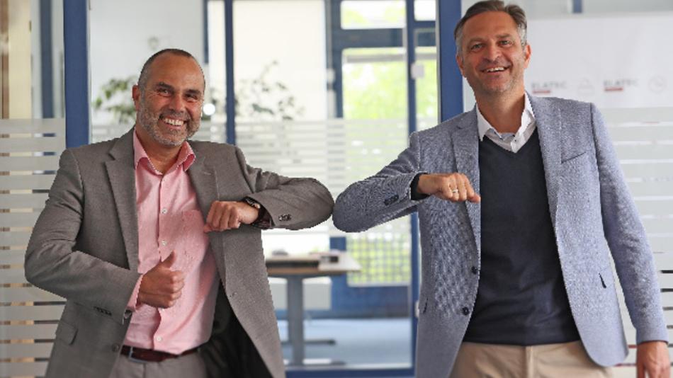 Stefan Haertel, CEO bei der Elatec GmbH (links) und Gerhard Burits, neuer CFO bei der Elatec GmbH (rechts).