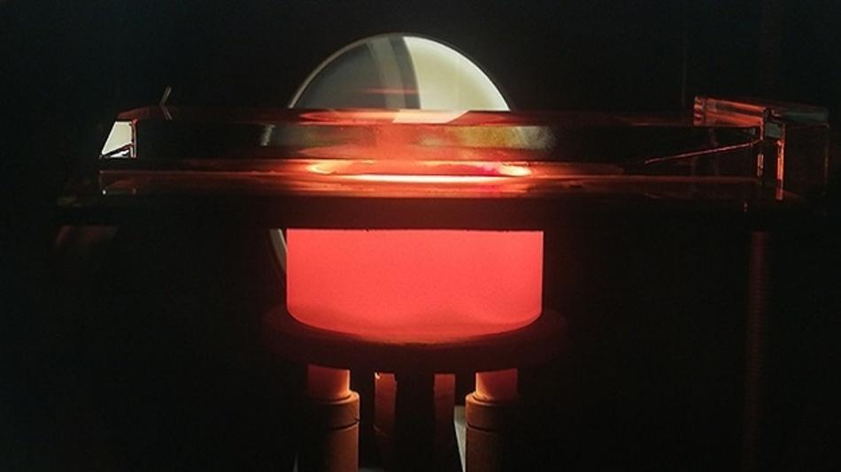 Diese MOCVD-Anlage ist die Schlüsseltechnologie, mit der die Herstellung heller roter LEDs an der KAUST gelungen.