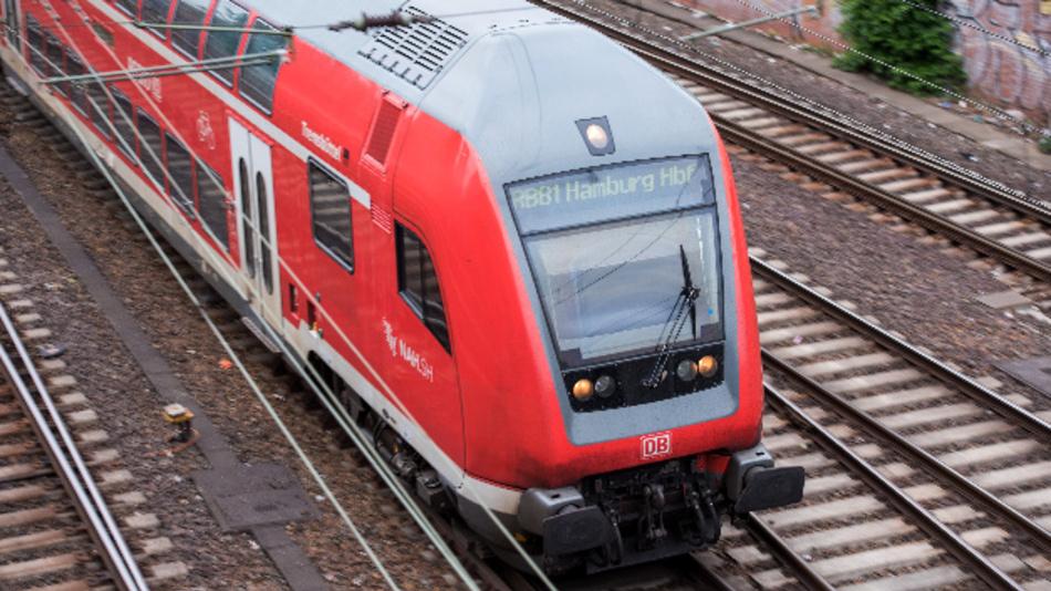 Nach massiven Einbrüchen bei den Fahrgastzahlen in der Corona-Krise will die Deutsche Bahn die Kapazitäten sowohl im Fern- als auch im Regionalverkehr allmählich wieder hochfahren.
