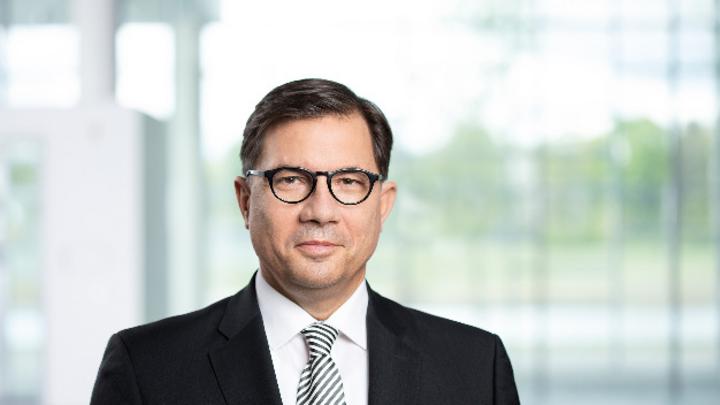 Dr. Sven Schneider, Finanzvorstand von Infineon: »Mit der Aktienplatzierung haben wir den angestrebten Eigenkapitalanteil der Gesamtrefinanzierung der Cypress-Akquisition komplettiert.«