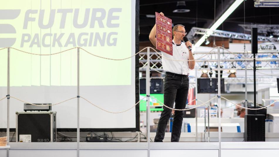 """Auch auf die Fertigungslinie """"Future Packaging"""", organisiert vom Fraunhofer IZM, müssen die Besucher der virtuellen SMTconnect in diesem Jahr nicht verzichten. Die Fertigungslinie, die den kompletten Bestückungsprozess inklusive anschließenden Testverfahren abbildet, wird als 3D-Video integriert."""