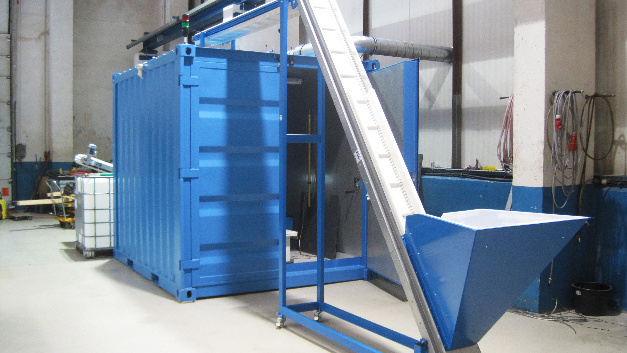 ImpulsTec's continuously operating shock wave shredding system recovers valuable raw materials from spent lithium-ion batteries of electric cars on an industrial scale.