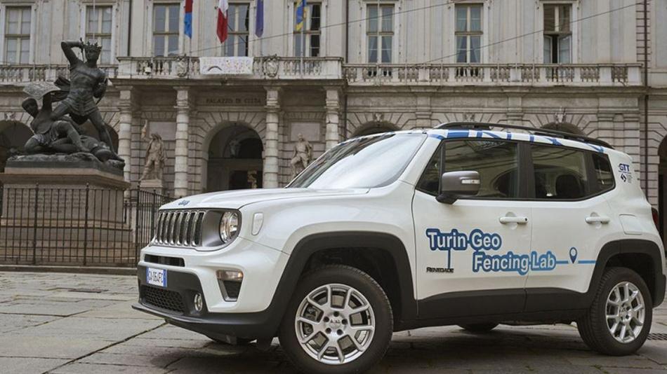 FCA und die Stadt Turin haben ein Projekt gestartet, indem moderne Ortungstechnologie Einfahrtberechtigungen von elektrisch angetriebenen Fahrzeugen in verkehrsberuhigte Innenstädte steuert.