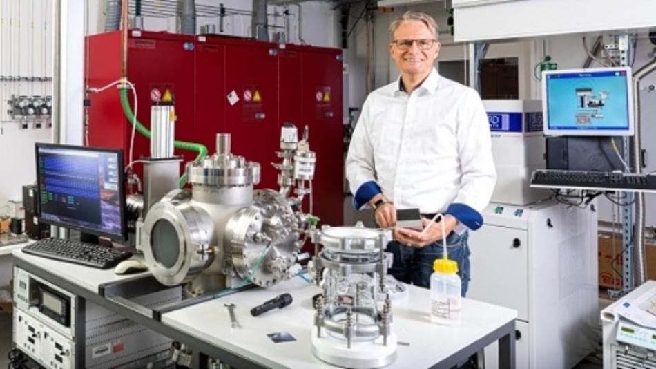 Prof. Dr. Marius Grundmann forscht an der Uni Leipzig an Spektrometern und will deren Größe für den Einsatz in Smartphones anpassen.