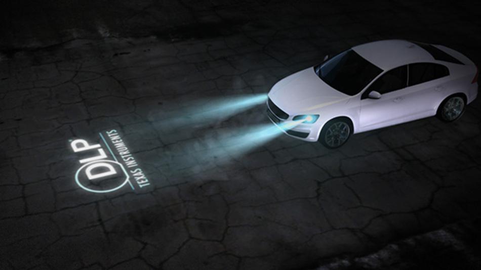 Der im Scheinwerfer integrierte Projektor kann während der Fahrt beispielsweise Verkehrszeichen, Navigationspfeile und Warnhinweise auf die Straße werfen und Basis für die visuelle Kommunikation mit Fußgängern oder Radfahrern sein.
