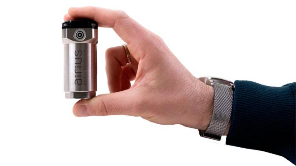 Bild 2. Der »Airius«-Sensor ist ein Beispiel für eine industriegerechte Integration des Sensorchips. Das Gerät arbeitet drahtlos und völlig autonom und wird direkt an einer Maschine montiert.