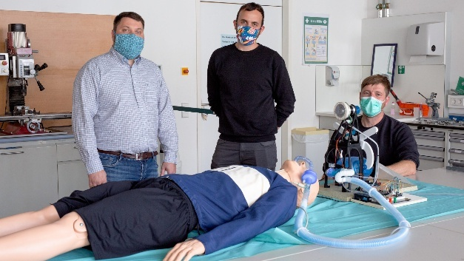 Dr. Hans-Martin Dörfler, Andreas Blum und Frank Schmidt (v. l.) haben zusammen mit 22 weiteren Ingenieuren der HTWK Leipzig ein Notfallbeatmungsgerät entwickelt.
