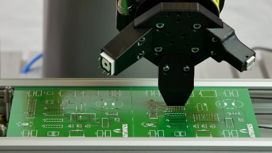 Anwendungsfälle wie die Bestückung von Leiterplatten erfordern hohe Positioniergenauigkeiten. Hier eine Detailansicht.