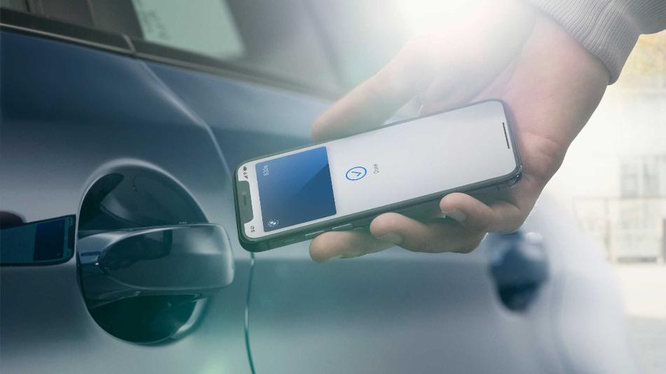 Funktioniert auch noch, wenn der Akku längst aufgegeben hat - der digitale Autoschlüssel von BMW über das iPhone.