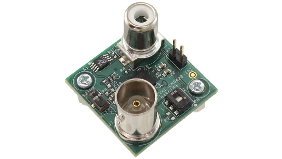 Bild 5. Die mit dem ADuCM355 aufgebaute Platine zur Messung des pH-Wertes verfügt über BNC- und RCA-Steckverbinder zum Anschluss der pH-Sonde und des Temperatursensors.