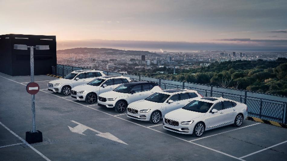 Volvo-Modellpalette mit den Recharge-Plug-in-Hybrid-Fahrzeugen Volvo XC90, Volvo XC60, Volvo XC40, Volvo V90 und Volvo S90.
