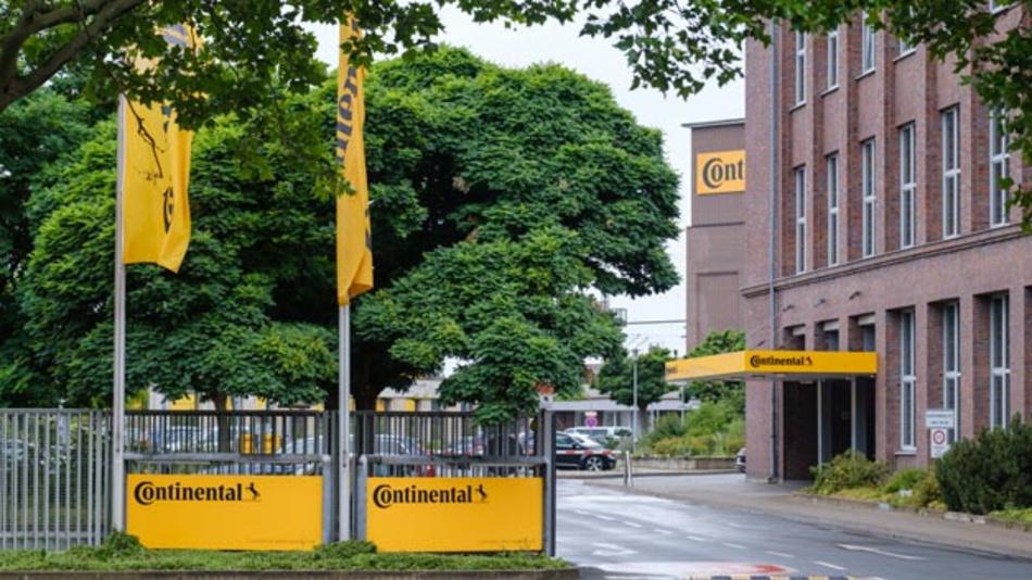 Beim Autozulieferer Continental haben Staatsanwaltschaft und Polizei verschiedene Standorte – u.a. die Unternehmenszentrale in Hannover – durchsucht. Das stehe im Zusammenhang mit Ermittlungen zu den von Volkswagen genutzten Abschaltsystemen in der Abgasreinigung eines Dieselmotors, wie der Automobilzulieferer mitteilte.