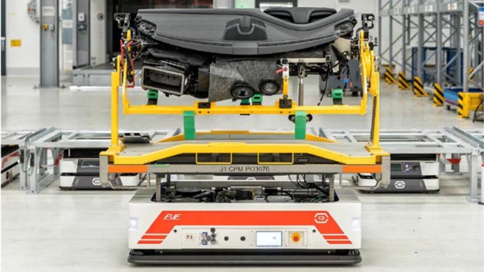 Porsche arbeitet mit serva transport systems für die automatisierte logistische Versorgung der Taycan-Montage zusammen.