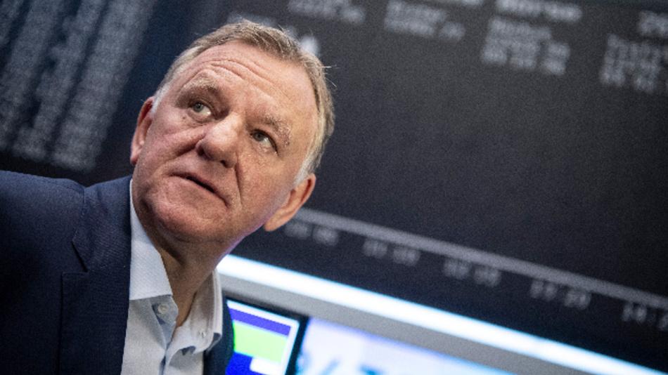 Andreas Renschler, Vorstandsvorsitzender der Traton SE – hier nach Bekanntgabe der Erstnotierung des Unternehmens vor der Kurstafel – verlässt Mitte Juli den Vorstand des Unternehmens.