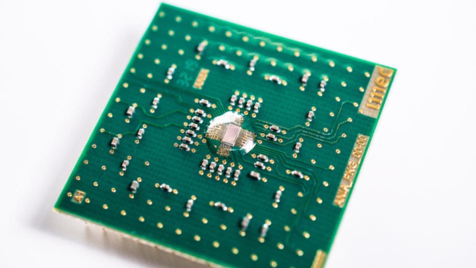 Der analoge KI-Chip »AnIA« mit einer Rechenleistung von 2.900 TOPS/W rückt den Einsatz von KI am Edge in greifbare Nähe.