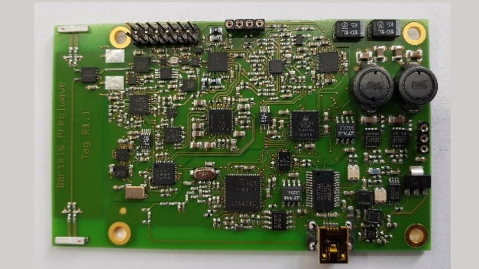 Aktueller diskret aufgebauter Transponder mit zwei Antennen zur Bestimmung der Lage im Raum