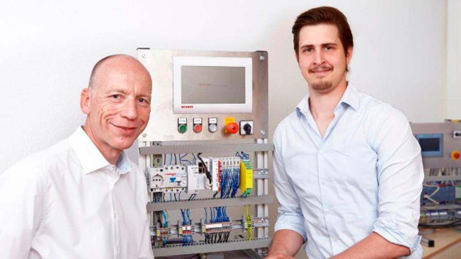 MGA-Geschäftsführer Lorenz Arnold (l.) mit Projektleiter Marius Ritter im Entwicklungslabor.