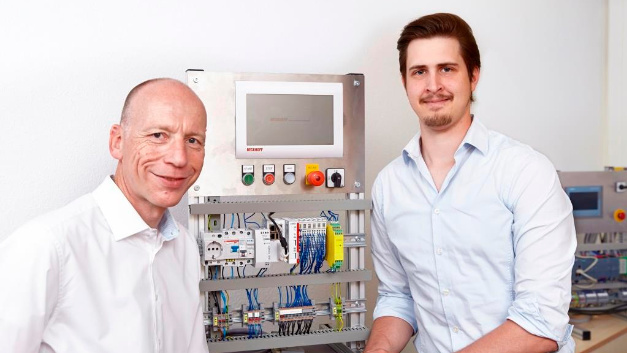 MGA Managing Director Lorenz Arnold (left) with Project Manager Marius Ritter in the development laboratory.
