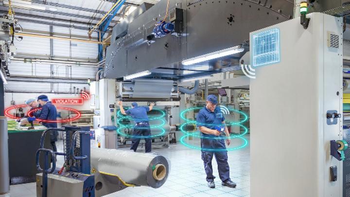 Social Distancing in der Produktion: Das RTLS von Siemens überwacht den Mindestabstand und schlägt automatisch Alarm.