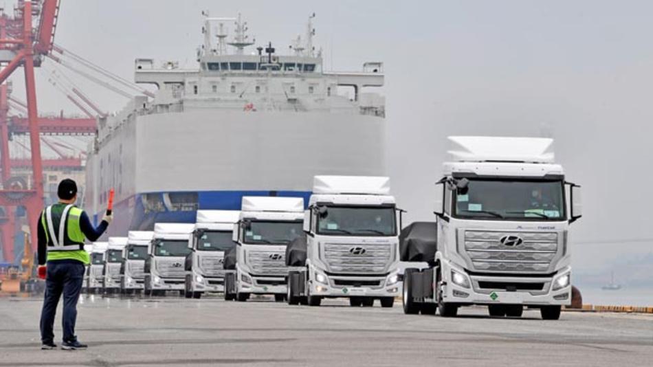 Hyundai Motor meldet die Verschiffung der ersten 10 schweren Wasserstoff-Lkw Xcient Fuel Cell für den Einsatz in der Schweiz.